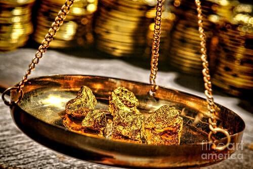 weighing gold
